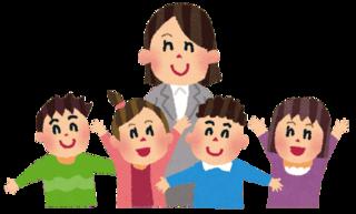 女の先生と子ども達イラスト-min.png